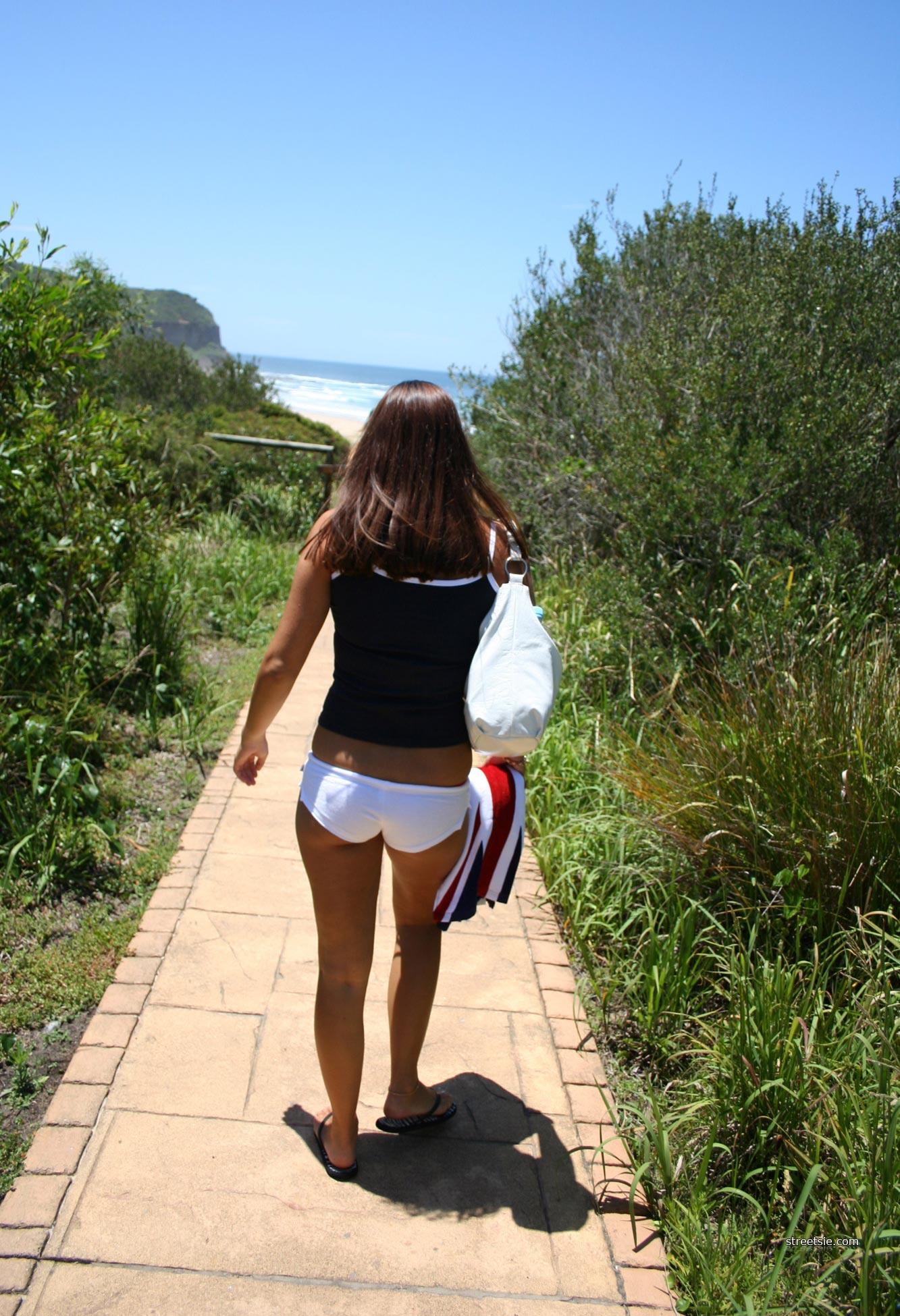 Aussie Bikini Beach Babes