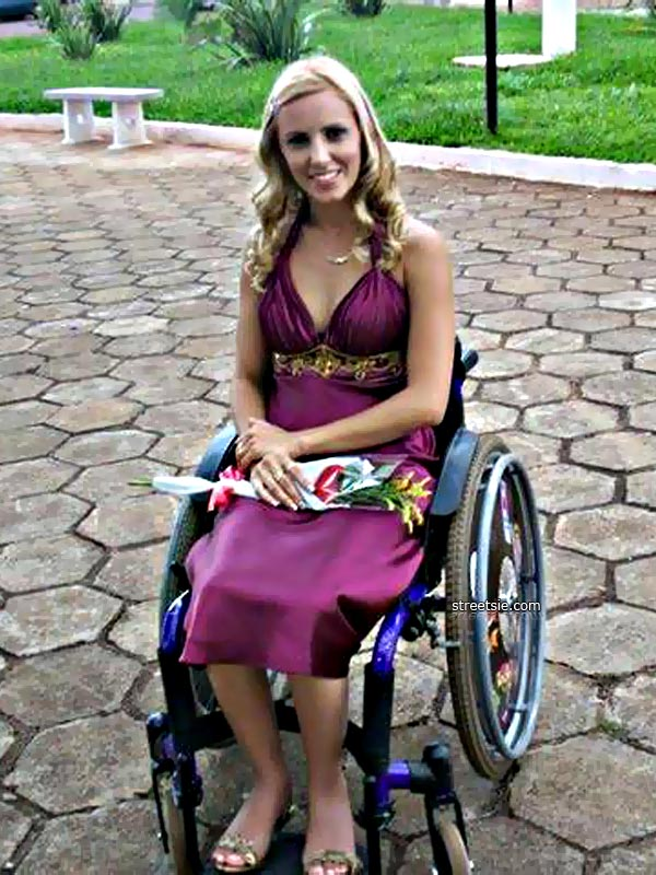 Beautiful and pretty paraplegic makes a beautiful blowjob 3