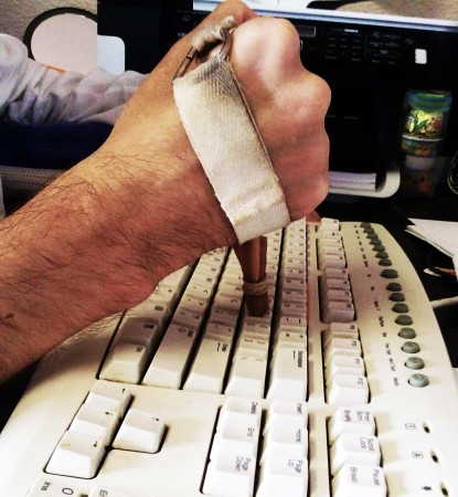 Computer keyboard typing splint